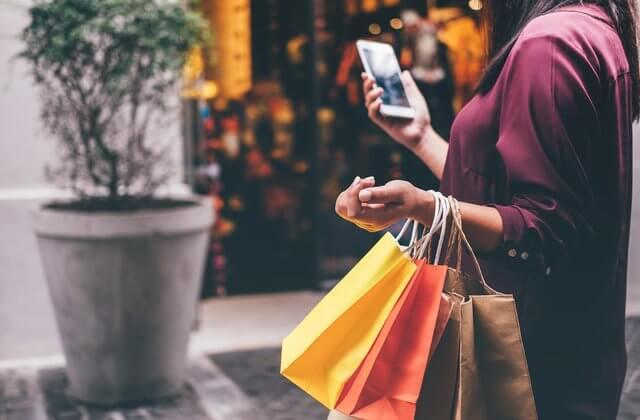 woman shopping in dubai